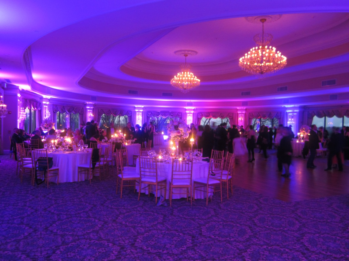 NY Orchestras lights Oheka Castle with wireless LEDs